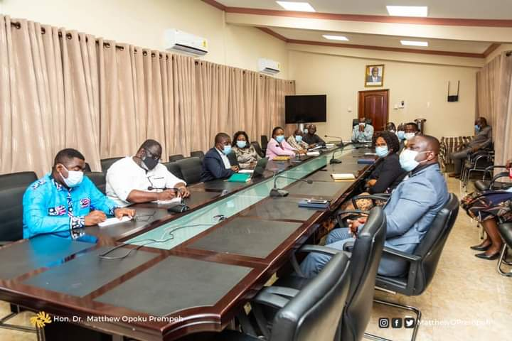 Reopening of Schools: Committee presents report to Education Ministry 2
