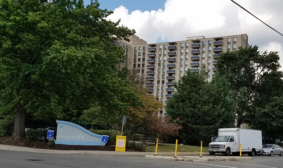 Merveilleux Riverside Apartments Sign