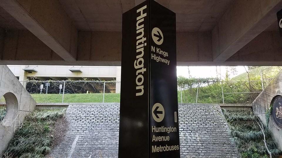 Huntington station sign