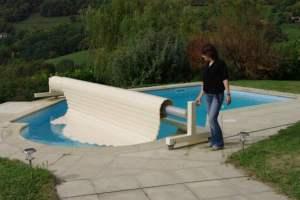 couverture-volet-de-piscine-pour-bassin-de-forme-libre