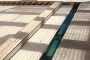 rideau-immerge-automatique-avec-poutre-beton-pour-finition-invisible