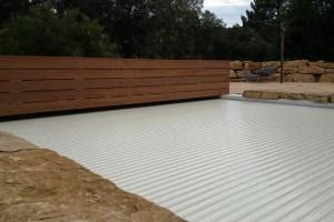 couvertures piscine automatiques -banc-bois-ip-lames-sables-moteur-electrique-24-v