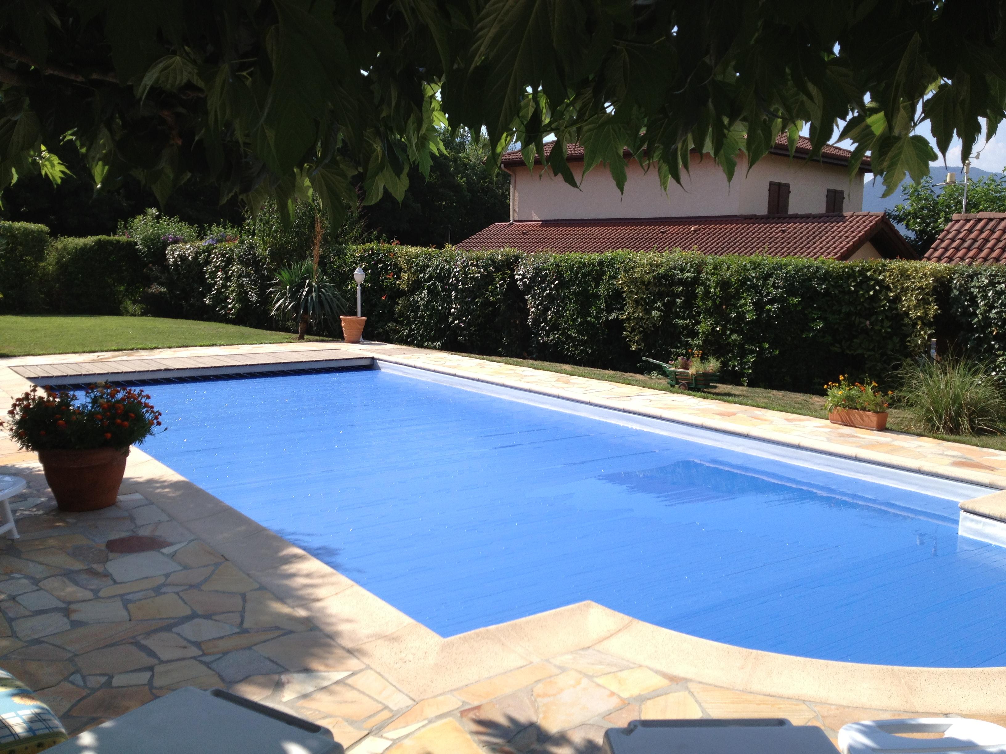 rideau de piscine immerg roulant coverline sp cialiste. Black Bedroom Furniture Sets. Home Design Ideas
