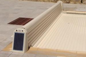 volet-hors-sol-alimentation-solaire-avec-lame-pvc-sable