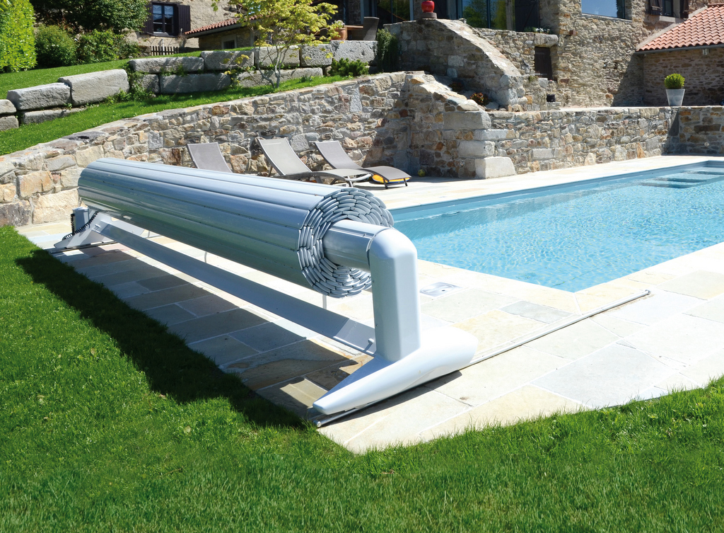 Volet de piscine mobile protection de piscine amovible - Coffre volet roulant piscine ...