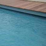 caillebotis bois ip pour volet de piscine immergé avec poutre installation