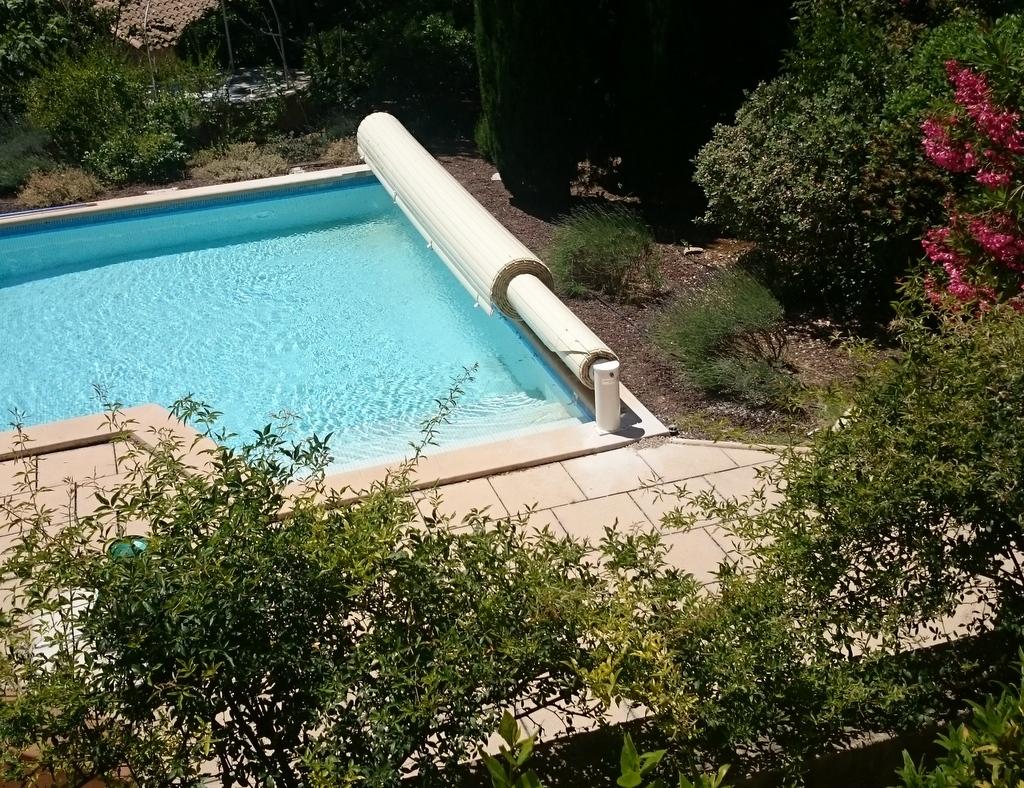 Stores de piscine volets et couverture de piscine hors for Piscine hors sol shop