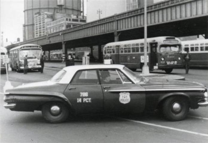 POLICE NY RMPs de los años 60 |  Coches de policía, Coches de policía viejos, Coche de policía de EE. UU.