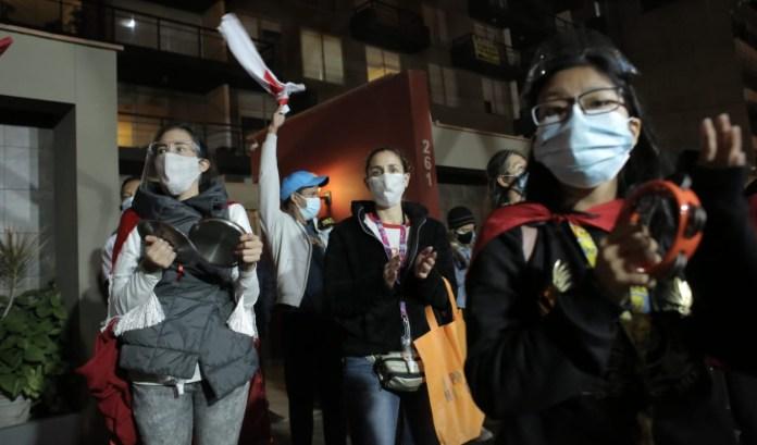 Protesta frente a la casa del magistrado Jorge Rodríguez Vélez. Foto: John Reyes/La República