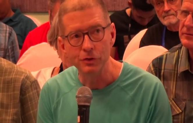 Tom Wilber habla sobre la evolución de su padre de prisionero de guerra a defensor de la paz en Vimeo