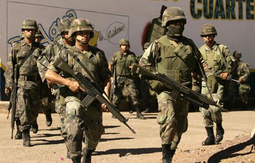 Mexican soldiers kill drug trafficker in gunbattle | Taiwan News |  2006-12-15 00:00:00