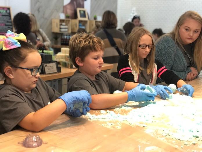 Students making bath bombs