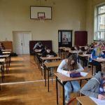 Strajk nauczycieli trwa, ale egzaminy się odbędą