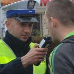 """Działania """"ALKOHOL I NARKOTYKI"""" ujawniono 60 kierujących prowadzących pojazd pod wpływem alkoholu"""