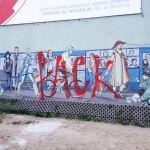 """Pseudo """"artysta"""" podpisujący się """"PACK"""" zniszczył piękny mural w Krakowie"""