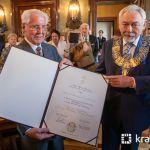 Kardiochirurg profesor Antoni Dziatkowiak został honorowym obywatelem Krakowa