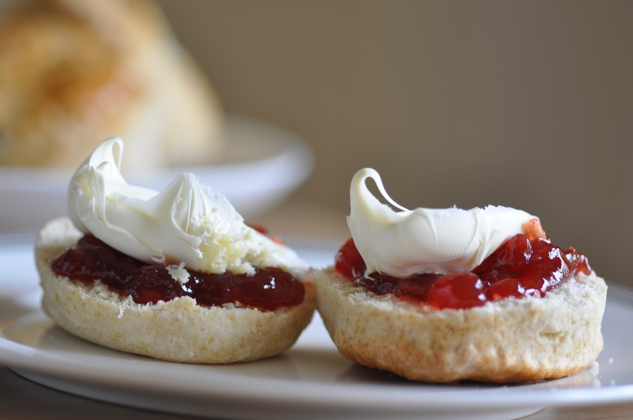 Close up photo of Cornish cream tea with jam first ocd obsessive cream disorder between cornwall and devon