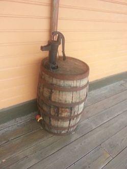 Water_barrel,_SAL_Depot,_Gainesville,_FL_(closeup)