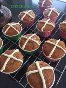 hot cross bun cupcakes, cozebakes, easter bakes, hot cross buns, no yeast bakes, baking heaven magazine