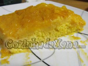Bolo de ameixa amarela (invertido)
