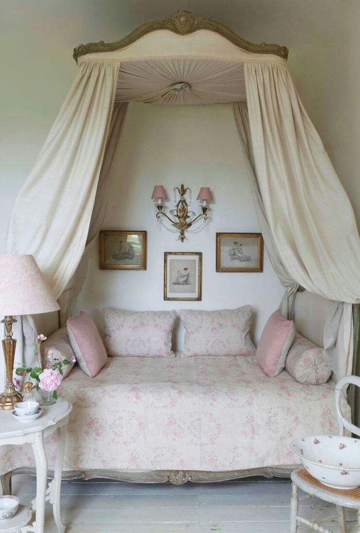 Baldakin över säng provence