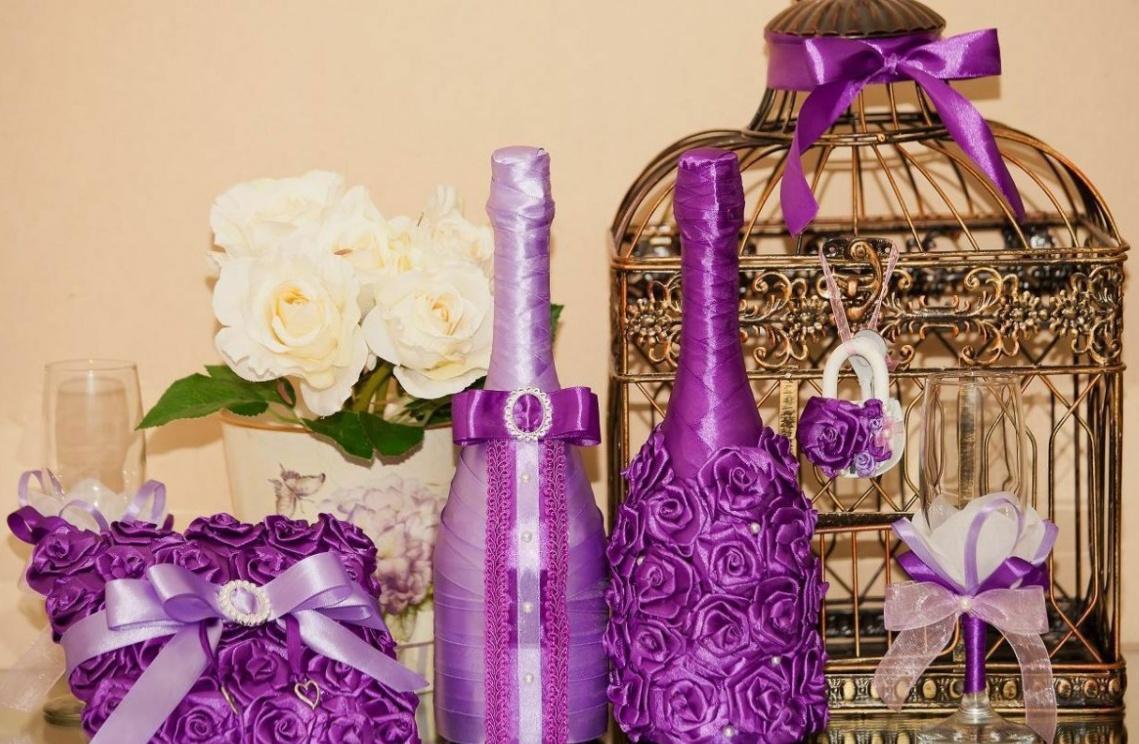 Hiasan botol yang indah dengan kain dalam nada ungu
