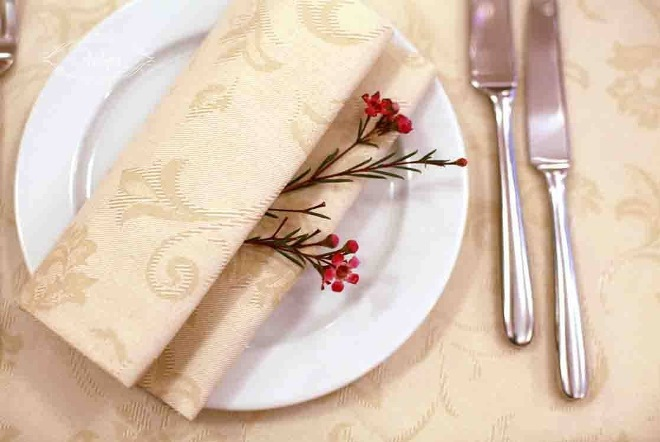 Decorați tabelul Servechins pentru vacanță