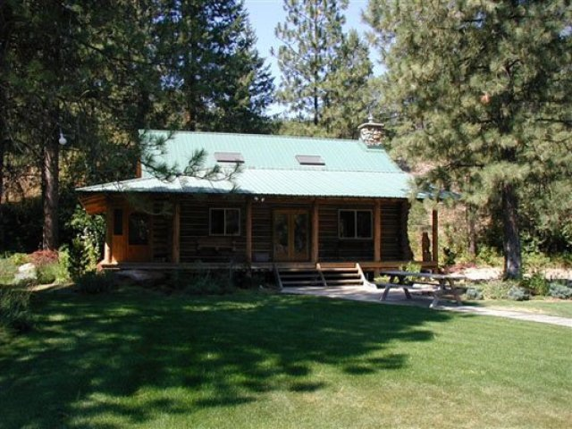 Secluded log cabin lodge