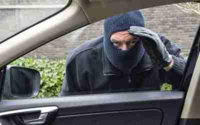 Faculdade deve indenizar aluno por furto em estacionamento