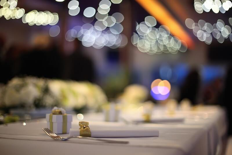 Wedding table with takeaway gifts