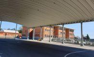 Cancha y edificio principal