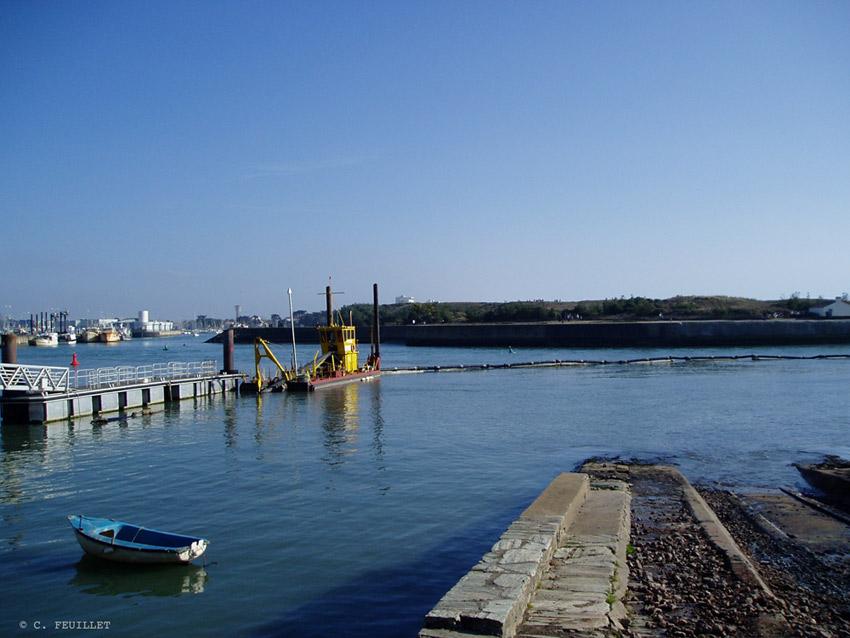 Dragage du port de Saint-Gilles-Croix-de-Vie- Archive 2008
