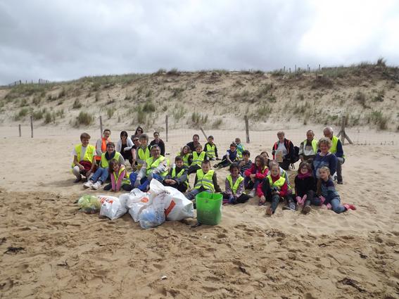 Action pédagogique: nettoyage de plage avec le CMJ du Fenouiller