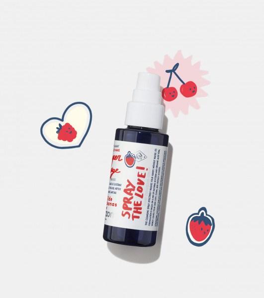 Spray lavant – super rouge x Mathilde Cabanas