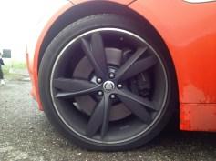 """Cerchi da 20"""" sulla F-TYPE V8 S con dischi dei freni da 380 mm sia all'anteriore che al posteriore"""