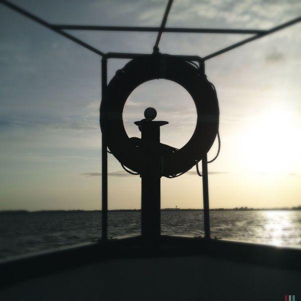 Il tour è terminato, con questo breve ma suggestivo viaggio in barca al tramonto sul lago.