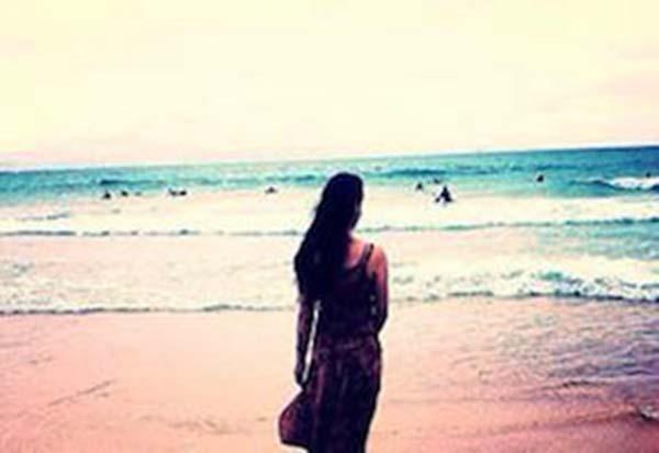 Shova reflecting on sydney beach