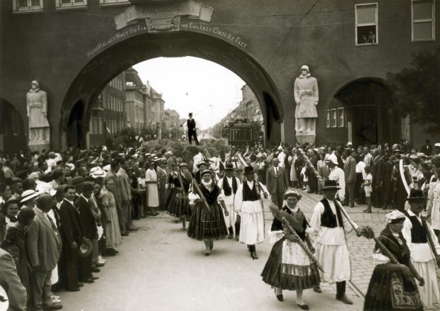 The Gate of Heroes in Szeged in 1937