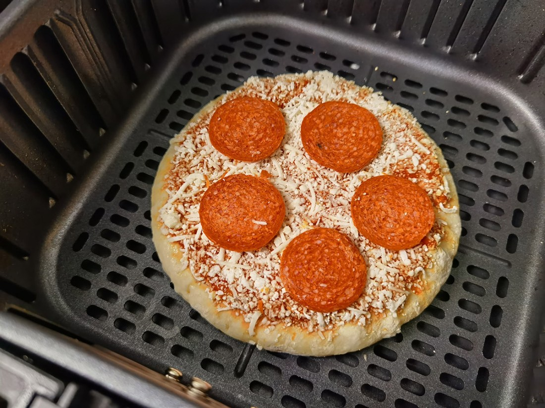 Review: COSORI 5.8QT Air Fryer From Amazon frozen mini pizza