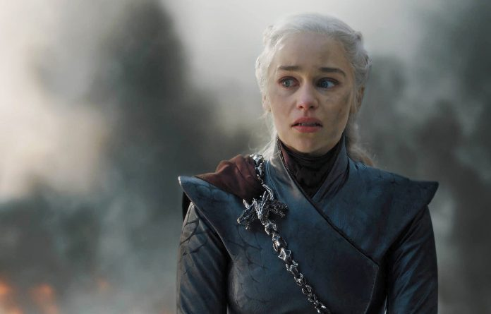 """Game of Thrones Fans Demands to Re-Film the Season 8 after Cryptic """"Winter Is Coming"""" Tweet - Craffic"""