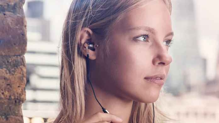 Important Reason why you shouldn't be Wearing Earphones all day long