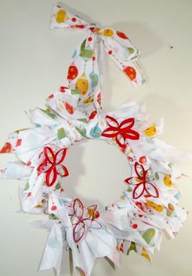 pool-noodle-wreath-finished