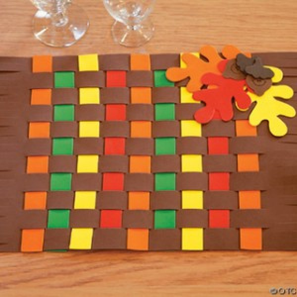 Thanksgiving crafts to keep your kids busy while dinner