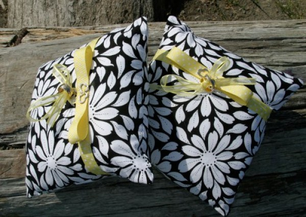 Insect-Repellent-Picnic-Pillows