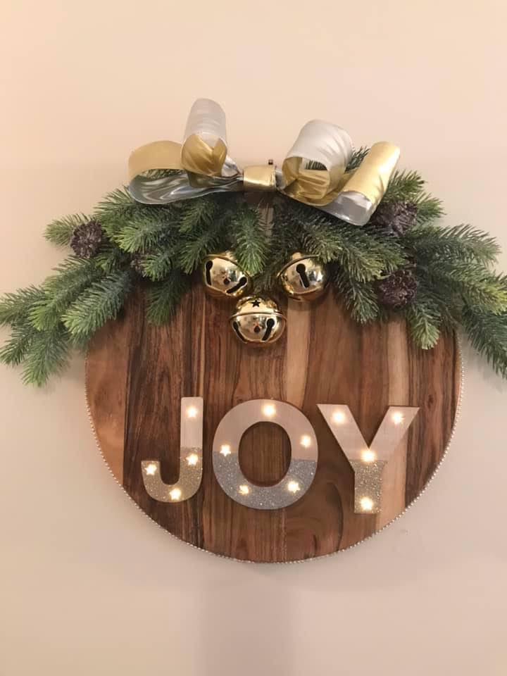 Christmas Wall Art – Chopping Board Hack