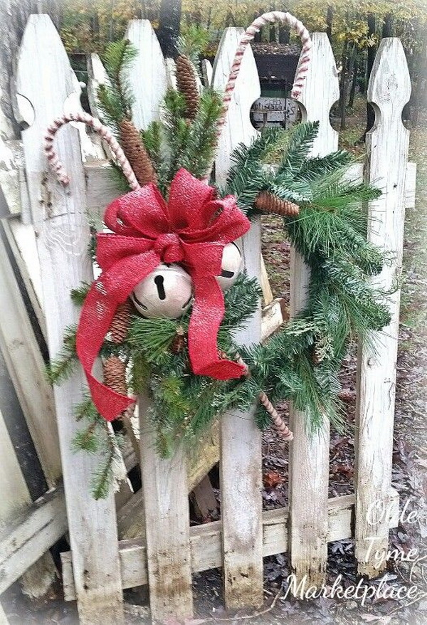 Rustic Farmhouse Christmas Decoration Ideas to show off your personal style and creativity for Christmas.