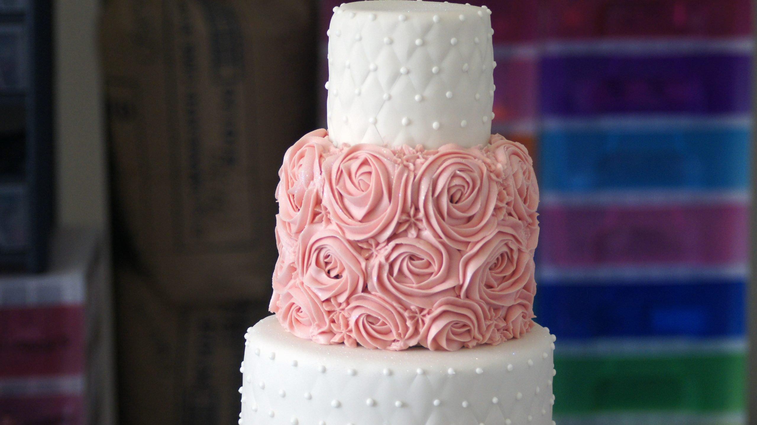 wedding cakes Leeds