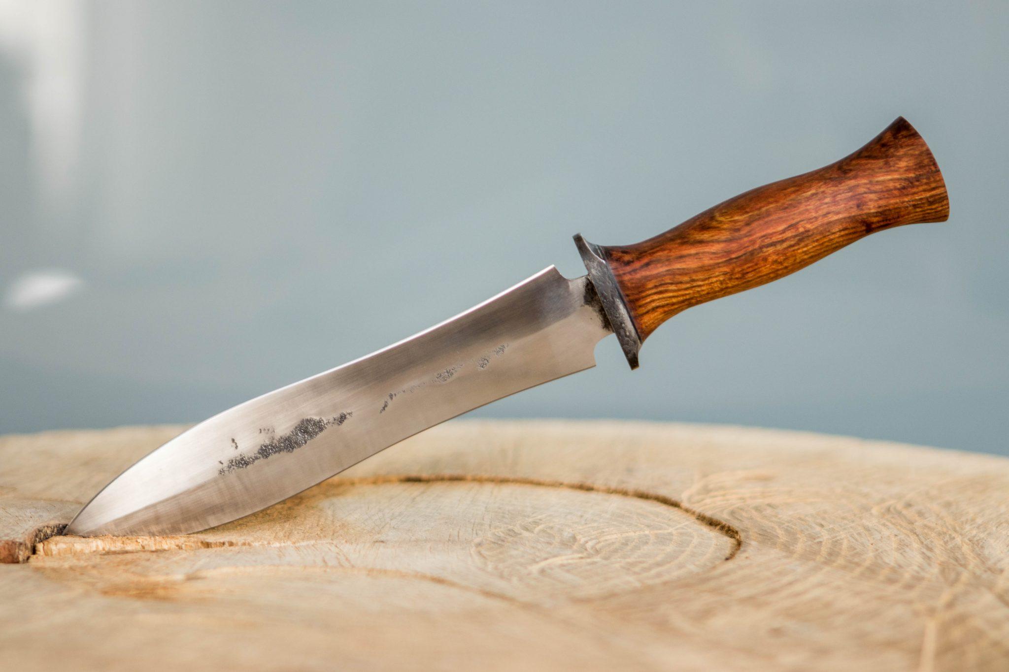 Lander Verschueren mes messen zelfgemaakt handgemaakt wapen smeden smid leer leren leder hoes schede dolk