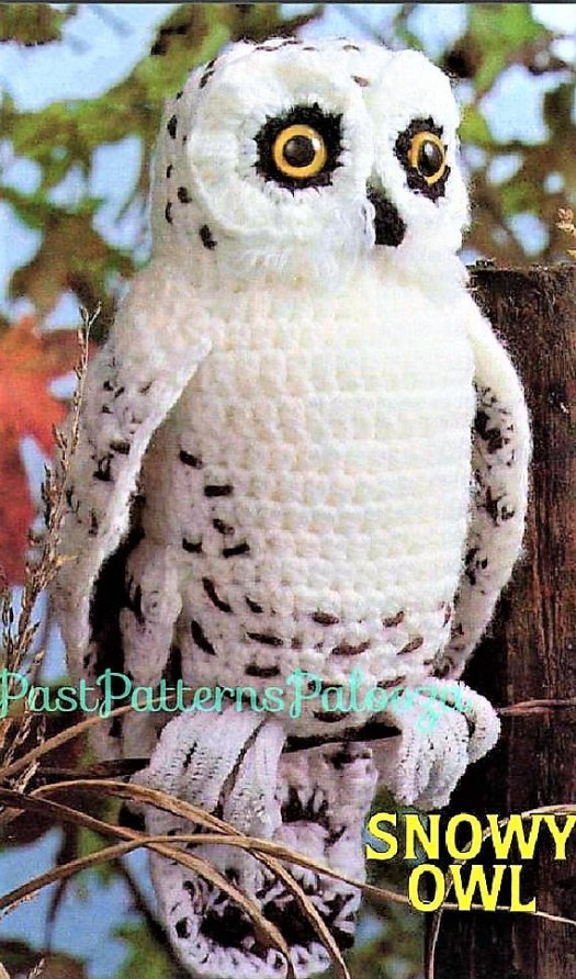 Check out this cool vintage snowy owl crochet pattern! He looks just like Hedwig from Harry Potter! Perfect crochet amigurumi stuffed owl pattern to make for the Potterhead in your life! #HarryPotter #Potterhead #crafts #crochet #pattern #stuffedtoy #owl #snowyowl #craftevangelist