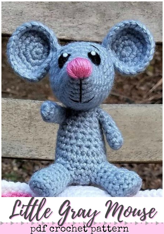 Love this little grey crochet mouse amigurumi pattern! Perfect for a little farm animal set! #crochet #amigurumi #pattern #crochetpattern #amigurumipattern #yarn #crafts #handmadetoys #handmade #handmadegifts #craftevangelist